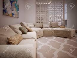 grand coussin canap grand canapé d angle dans un style moderne de coussins beige tissu