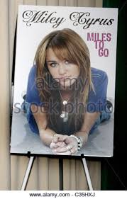 Barnes Noble 5th Ave Miley Cyrus Promotes Her Book U0027miles To Go U0027 At Barnes U0026 Noble 5th