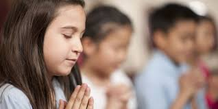 6 tips for teaching children to pray the praying woman