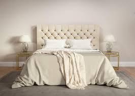 chambre contemporaine grise chambre à coucher beige contemporaine avec la couverture grise