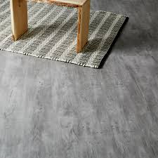 Grey Laminate Flooring B Q Caloundra Grey Oak Effect Laminate Flooring 2 467 M Pack