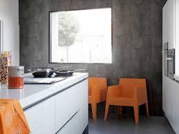 lambris pour cuisine lambris pvc aspect beton cire dans cuisine ouverte