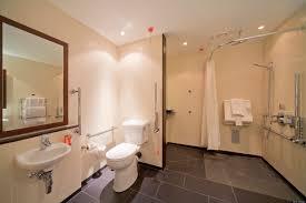 pregnant woman gives birth in radisson edwardian hotel bathroom