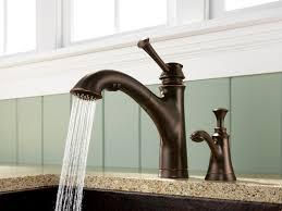 accessoire robinet cuisine robinet de cuisine avec douchette intégrée offrant un look classique