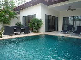 Pool In The Backyard by Swimming Pool Choosing Custom Pools For Your Private Swimming