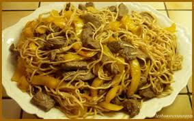 cuisiner des pates chinoises recette boeuf aux épices poivrons et nouilles chinoises recette