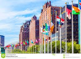 siège des nations unies avec des drapeaux des membres de l onu image