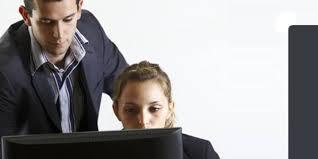 l amour au bureau bien réagir quand l amour s invite au bureau capital fr