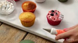 Halloween Decorating Cupcakes Halloween Cupcakes 101 Beginner U0027s Cake Decorating Class Youtube