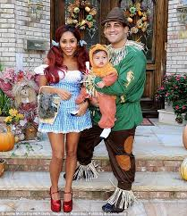 snooki goes over the rainbow with scarecrow fiancé jionni and lion