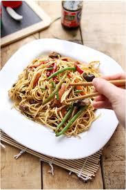 cuisiner des pates chinoises nouilles chinoises sautées aux légumes chefnini