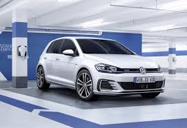 volkswagen alltrack manual 2017 volkswagen gofl playing golf holds some sort of hatch queen