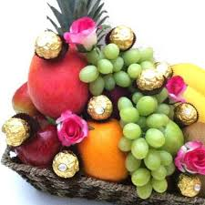 christmas fruit baskets moet fruit hers fruit hers fruit baskets gifts