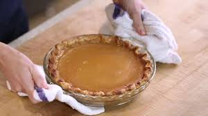 thanksgiving how to make a beautiful pumpkin pie every