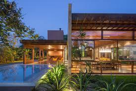 gardens are interspersed through brasília home by samuel lamas