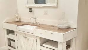Rustic Farmhouse Bathroom - 31 cozy and relaxing farmhouse bathroom design ideas round decor