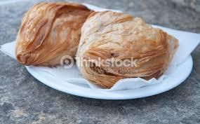 cuisine maltaise pastizzi la rue typique de la cuisine maltaise et petits pois à la