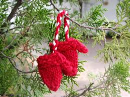 minature knitted mittens pattern a christmas tree decoration