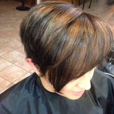 beautiful short hair with dark blonde highlight pixie haircut