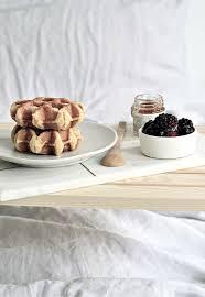 breakfast in bed table love breakfast in bed this diy breakfast in bed table is all you