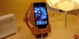kinetic iphone dock made out of wood gadgetmac