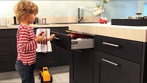 travailler en cuisine plan de travail cuisine cuisinella trendy plan de travail cuisine