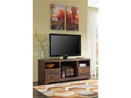 traditional style living room with quinden tv stand and wood