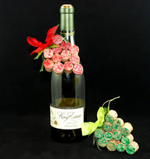 celebrate national wine day by making wine cork crafts