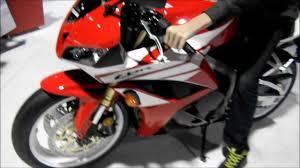 honda cbr 600 motorbike 2012 honda cbr600rr red u0026 white walk around girls models