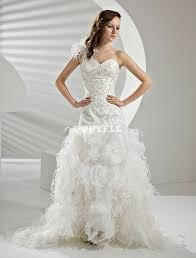 robe de mariã e de crã ateur les 25 meilleures idées de la catégorie robes de mariage de plume