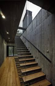 treppen aus metall treppen design industrieller stil holz metall schwarz draht wand