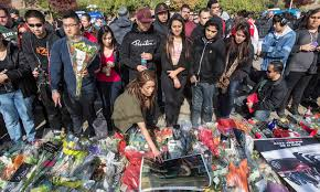 paul walker memorial draws thousands but u0027sick u0027 crash site thefts