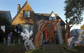 homes decorated for halloween creating a frightful front yard for halloween in seattle the