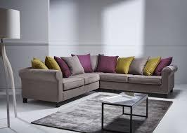canap aubergine canapé d angle sofa chic en tissu mikado moka oreillers en tissu
