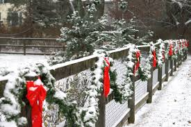 Fence Decorations Did You Know That Decorating The Fence Can Give Your House A