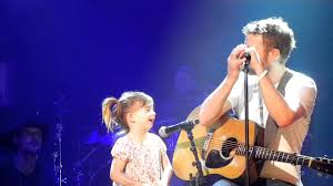 dierks bentley son dierks bentley singing with daughter evie at ryman auditorium