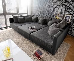 gro e kissen f r sofa delife clovis schwarz 300x185 kissen hocker