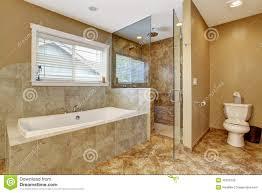 interieur salle de bain moderne intérieur moderne de salle de bains avec la en verre de