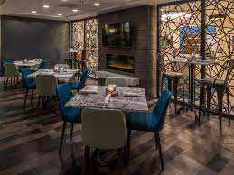 Dining Room Furniture Pittsburgh by Restaurants Near Pittsburgh South Crowne Plaza