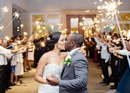 wedding sparklers aisle say yes choosing the right wedding sparklers