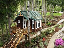 houses perfect little treehouse climb house playhouse tree cute