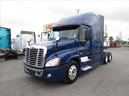 freightliner trucks used freightliner trucks for sale arrow truck sales