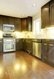 cuisine brun et blanc moderne nouveau luxe brun foncé et blanc avec cuisine acier