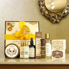 honeymoon gift buy honeymoon gift box online at gratiabathandbody