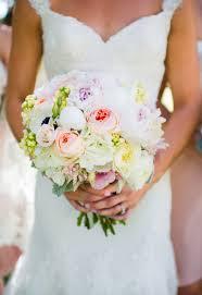 wedding flowers dubai choose best bridal bouquet in dubai damas flowers