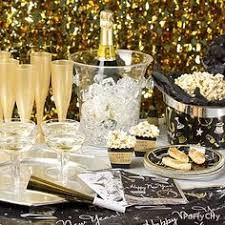 Elegant New Year S Eve Party Decorations by Holiday Table Setting With Balloons Centerpiece Dinner Party
