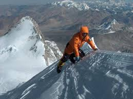 %name Gerlinde Kaltenbrunner in vetta al K2: prima donna dei 14 ottomila senza ossigeno