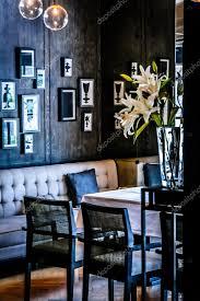 sala da pranzo in francese elegante sala da pranzo o ristorante francese foto stock