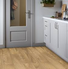 B And Q Laminate Flooring Sirente Natural Oak Effect Laminate Flooring 1 74 M Pack