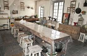 deco cuisine cagnarde aménager grande cuisine cuisine rustique meubles d atelier